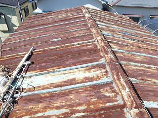 経年劣化したトタン屋根