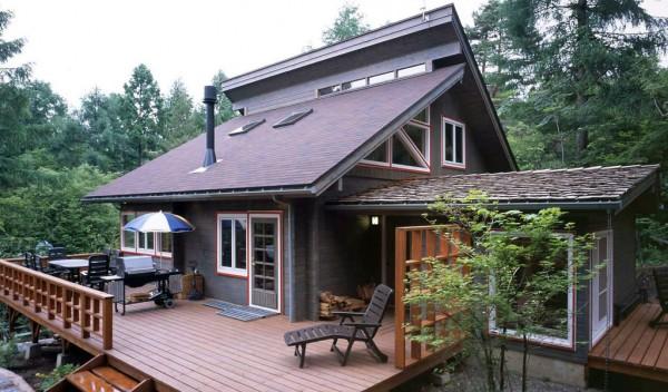 招き屋根と石粒付ガルバリウムの組み合わせ