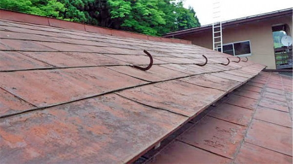 ボロボロの屋根