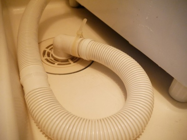 洗濯機パン側:排水口
