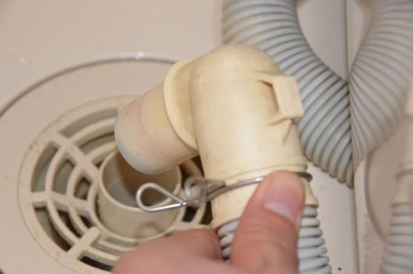 洗濯機の配水管に繋ぐエルボ