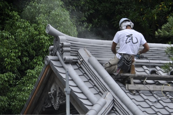 毎日、屋根修理の業務です