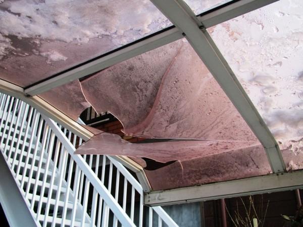 雪災で壊れたテラス