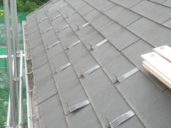 雪止め金具付きの屋根