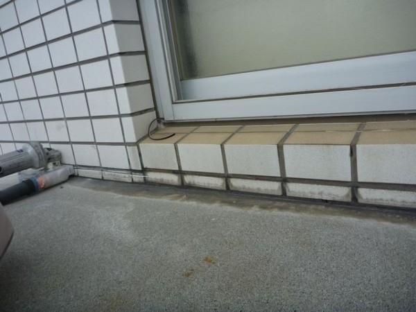 ベランダ床と外壁の接続部分