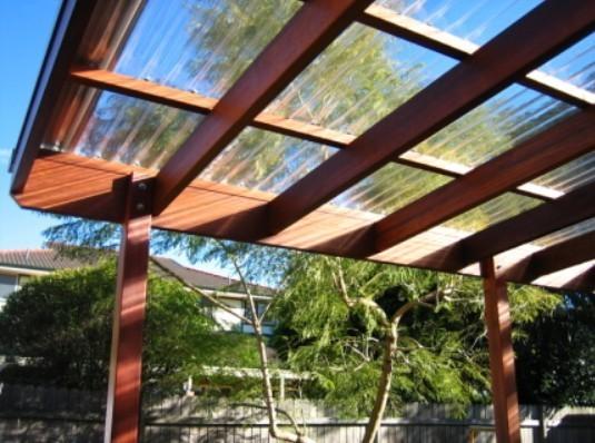 ポリカ波板のデッキ屋根