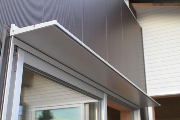ガルバリウム鋼板製の庇