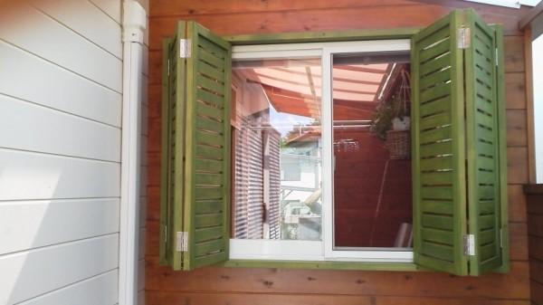 折り戸タイプの雨戸1