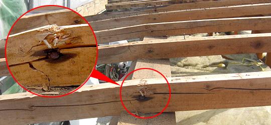 垂木の折れ(木材の破損)