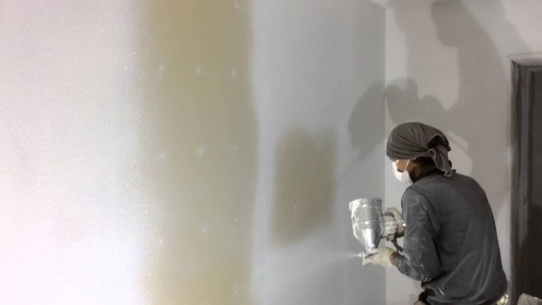 塗装による仕上げで、壁を白くする
